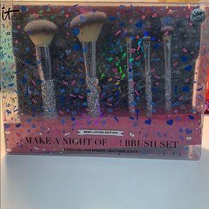 It cosmetics brush set